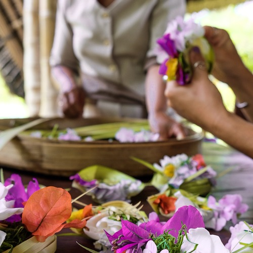 Munduk Moding Plantation Activities - Creating Offerings