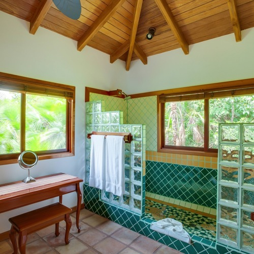 Hamanasi Adventure & Dive Resort En-Suite